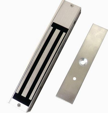 因为电磁锁没有复杂的机械结构以及锁舌的构造,适用在逃生门或是消防