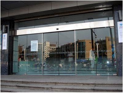 窗帘新对手:可调透明度的智能玻璃