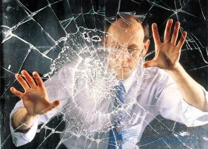 预防淋浴房玻璃自破,建议使用钢化玻璃
