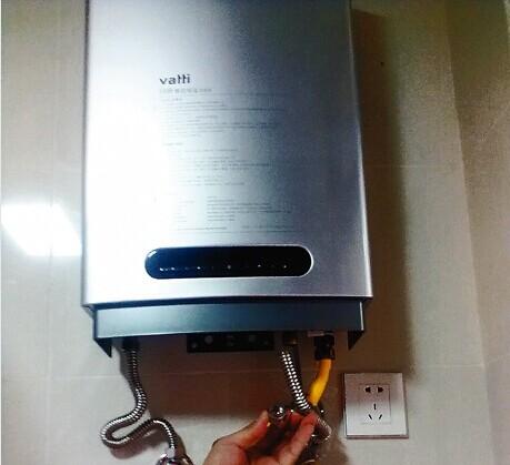 检查燃气管道是否堵塞(可从燃气表具处接一根管道到热水器燃气进口处图片