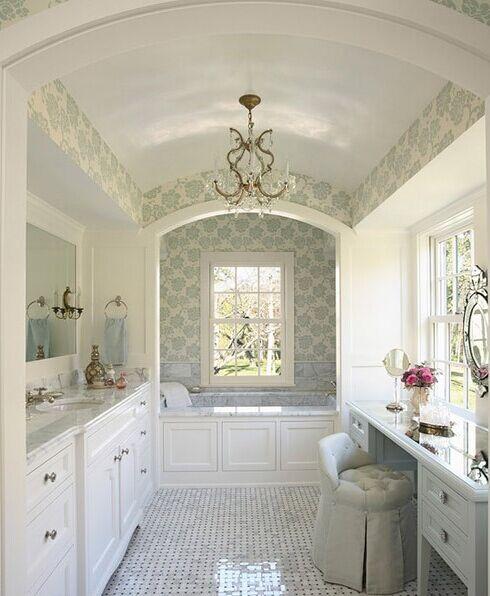 浴缸临窗而立享受之余不忘欣赏风景