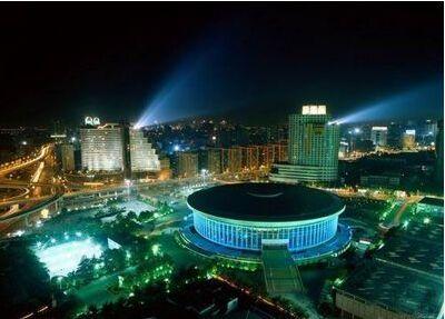 光污染成隐形杀手 城市建设如何做到合理照明?