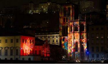 法国里昂缩短宗教节 为纪念巴黎遇难者亮灯