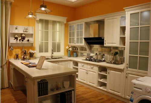 值得注意的是与u型橱柜一样,橱柜与厨房岛之间需要至少留有120cm的