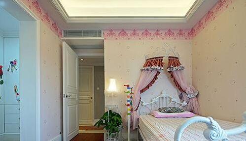 粉色的公主床搭配白色的欧式木么
