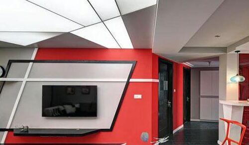 电视背景墙区域设计师特意延续了入口处的红色设计