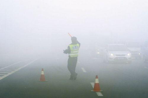 """浓浓雾霾天 哪款汽车大灯能够帮你驱散""""迷雾""""照亮前方?"""