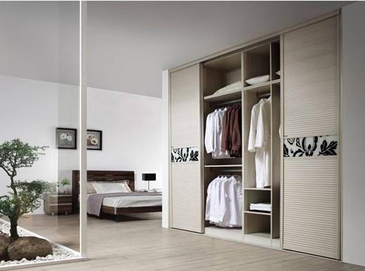 虚拟网络购物,如何挑选定制衣柜实物大家具?