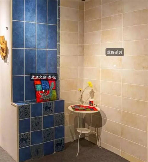 威尼斯商人现代艺术砖在成都洛带古镇泥邦陶瓷艺术博物馆展出
