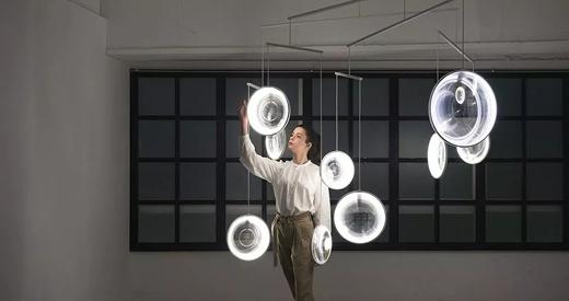 """""""光圈""""中的浮动世界"""