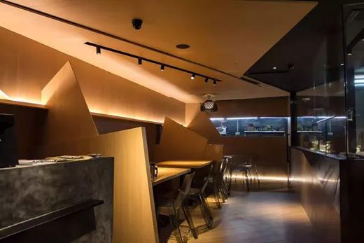 一间只有十围桌的海鲜餐厅,用设计彰显食禅文化