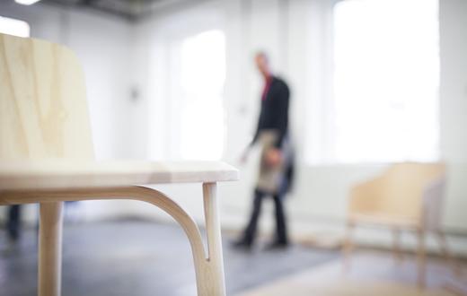 过去与未来的融合,捷克家具品牌TON的渐变色椅子