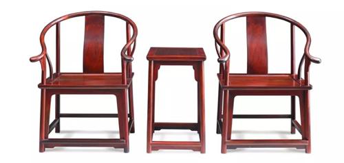 精品赏析   大红酸枝素面独板圈椅三件套