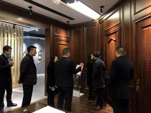 上海齐家网董事长等一行人前来兔宝宝木门参观考察