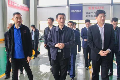 """市领导一行莅临江变人民电器 开展""""两宣一帮""""活动"""