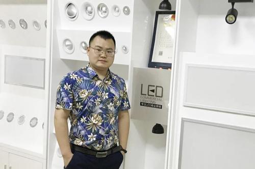 武汉灯具市场今日复工,商户开业率20%