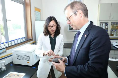 瑞士驻沪总领事莅临西卡中国总部 大赞中瑞合作