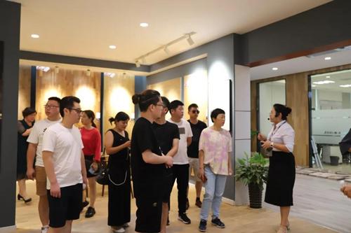 杭州中博装饰团队 莅临世友木地板总部参观考察